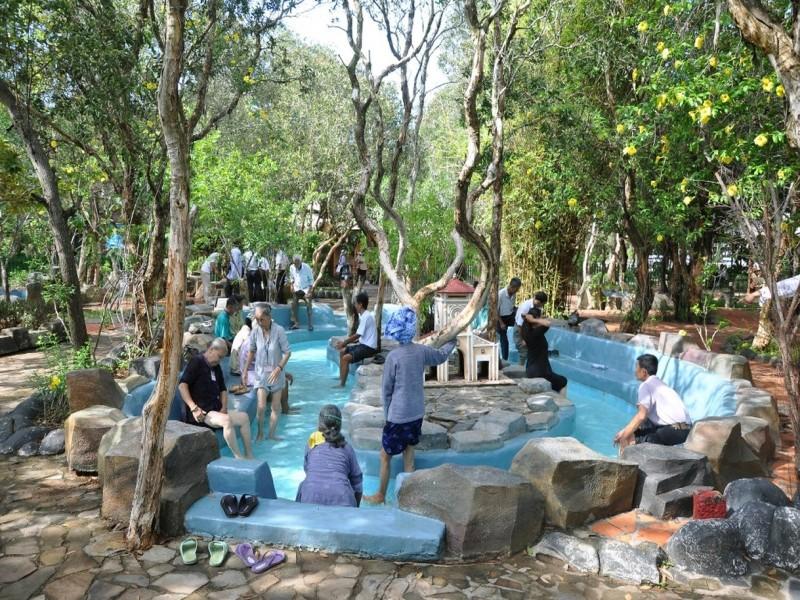 Tour suoi nuoc nong Binh Chau - bien Ho Coc